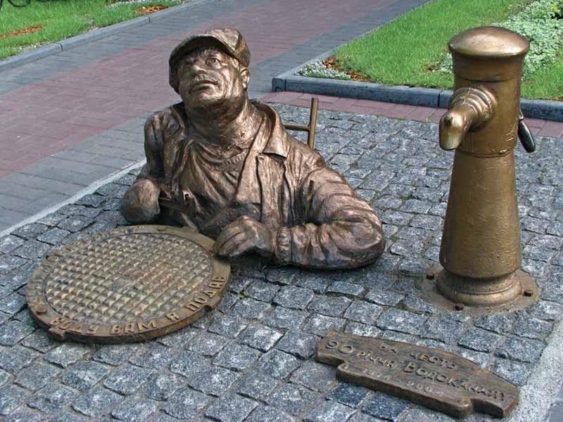 Памятник Диггеру (тьфу водопроводчику) возле Черкассы водоканала