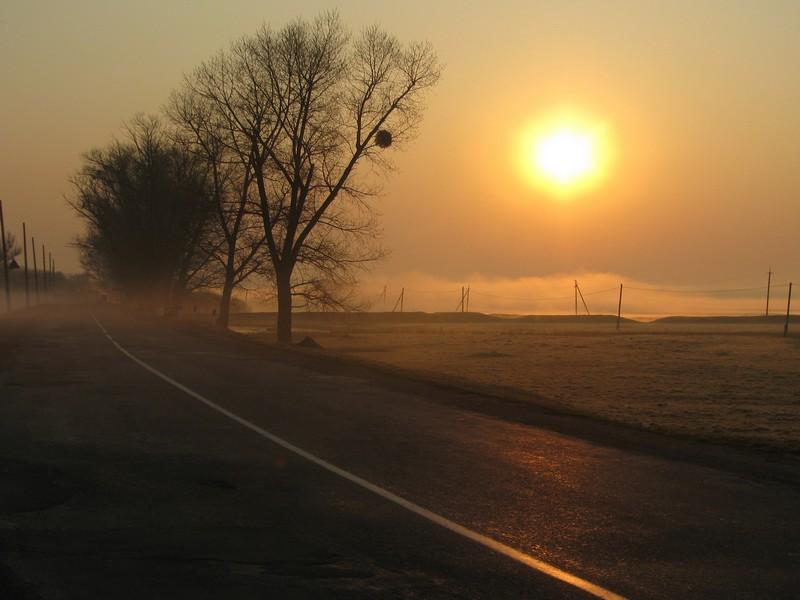 Закат на дороге у Замка Меджибож