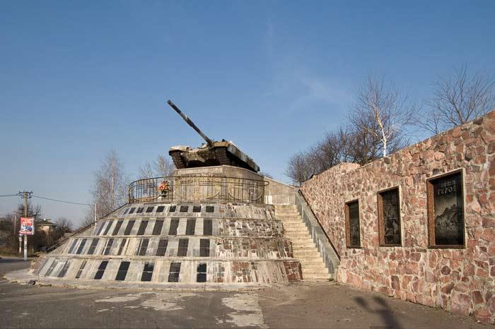 Село Гатное танк, мемориал