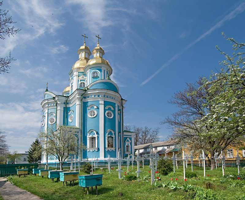 Красногорский монастырь в селе Бакаевка Золотоношского района Черкасской области.