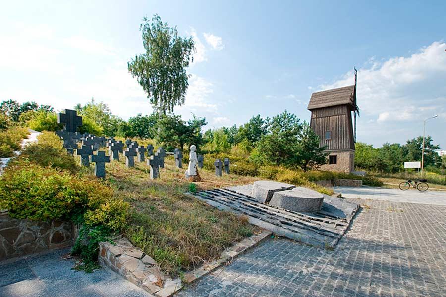 Мемориал голодомора возле Обухова