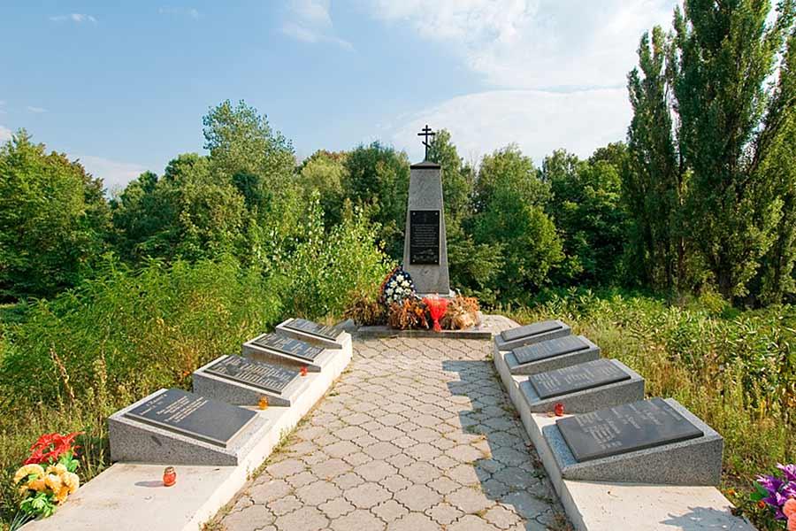 Мемориал расстрелянным возле Триполья