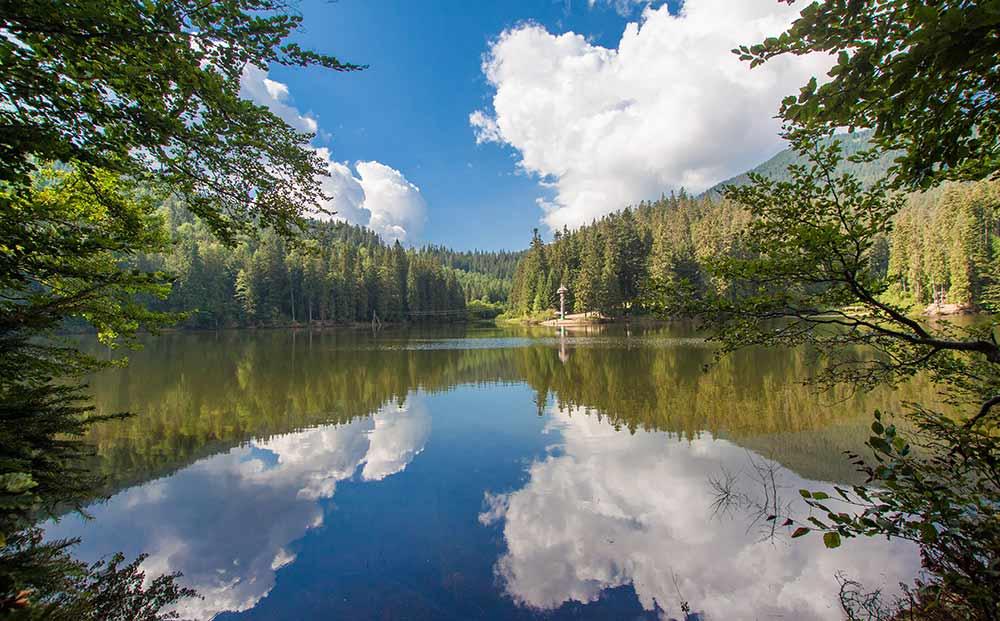 Озеро Синевир красивый ракурс